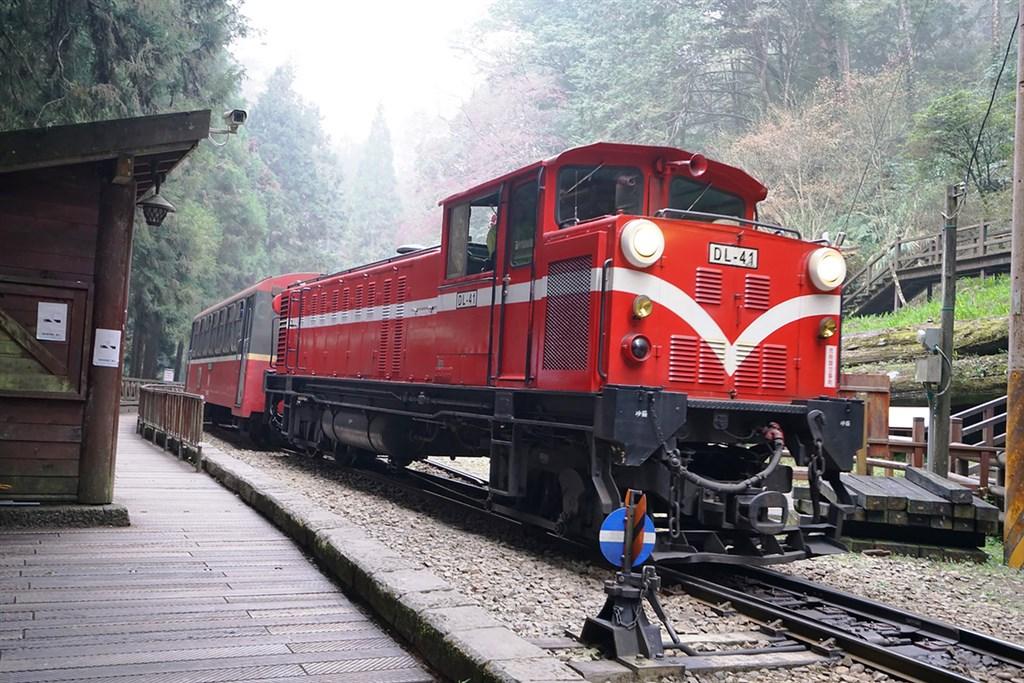 阿里山森林鐵路42號隧道計畫28日通過環評,開發單位阿里山林業鐵路及文化資產管理處表示,預計將在民國111年底完工,最快112年初就能正式通車。圖為阿里山林鐵。(林鐵及文資處提供)中央社
