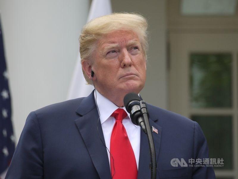 美國總統川普對中國的貿易戰時收時放,屢屢釋出矛盾訊號。(中央社檔案照片)