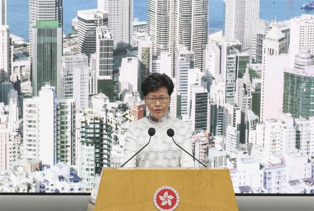 路透引述3名直接知情人士報導,香港行政長官林鄭月娥曾向北京遞交反送中抗議人士5大訴求的評估報告,認為撤回修訂逃犯條例有助化解政治危機。(檔案照片/共同社提供)