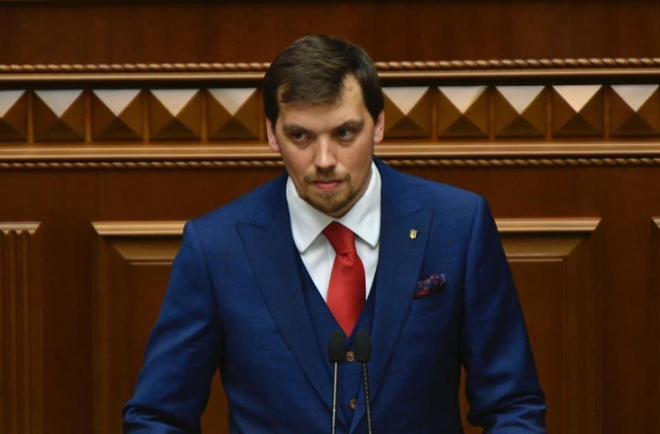 烏克蘭新國會29日首次開會,總統澤倫斯基選擇從政資歷3個月、35歲律師岡察魯克(圖)出任總理。(圖取自岡察魯克臉書facebook.com)