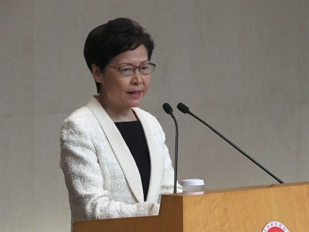根據路透獨家取得的錄音檔案,香港特首林鄭月娥在一次對包含港商在內的香港各界人士講話中透露,如果可以,她會辭去特首職務。(圖取自facebook.com/standnewshk)