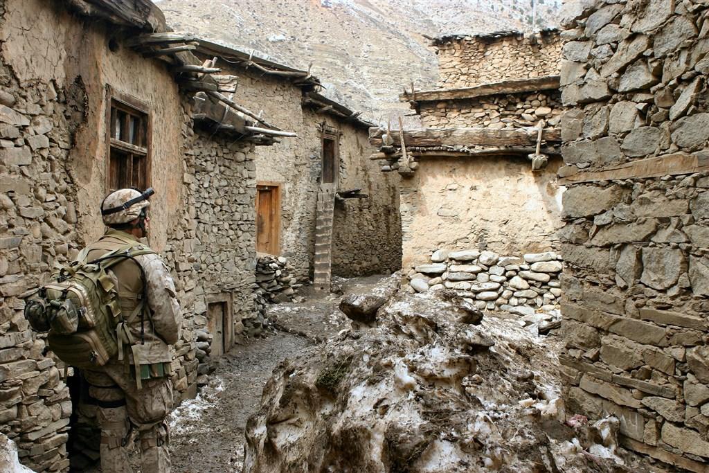 美國首席談判代表哈里札德2日表示,已和阿富汗民兵組織塔利班達成和平協議草案,美國將在135天內,將5400名美軍撤出阿富汗,並關閉5個基地。(示意圖/圖取自Pixabay圖庫)