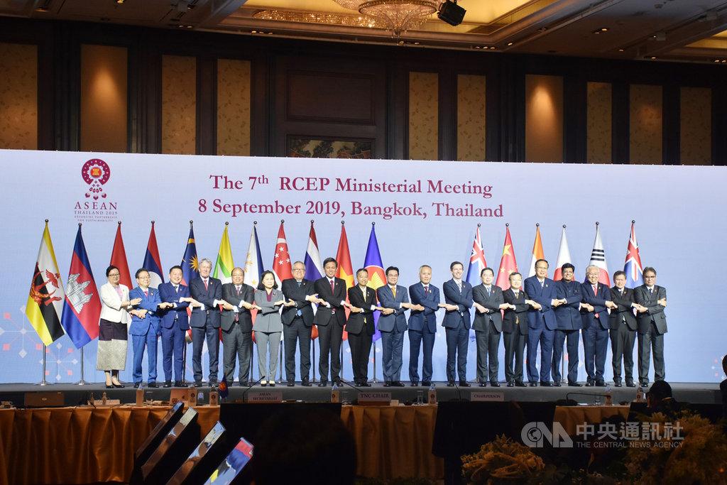 第7屆RCEP部長級會議8日登場,會中各國同意在9月中旬越南峴港舉行的高級官員會議完成談判,並將結果送至11月的東協峰會通過。中央社記者呂欣憓曼谷攝 108年9月8日