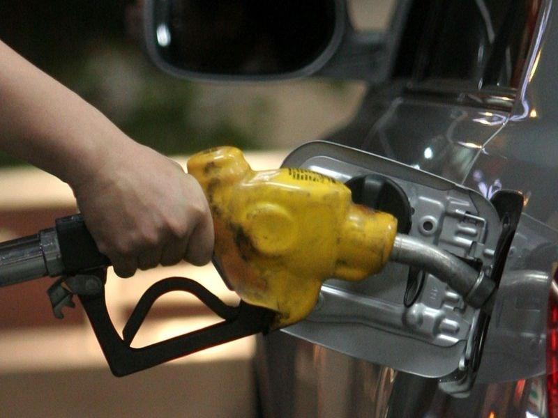 中油公司宣布,自16日凌晨零時起,各式汽油價格每公升調漲0.5元、柴油每公升調漲0.4元。(中央社檔案照片)