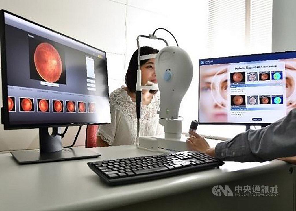「台灣創新技術博覽會」9月底登場,工研院展出「糖尿病視網膜病變AI診斷輔助分析系統」,它是國際唯一可偵測4種主要病徵,並清楚標示位置的人工智慧判讀技術。(工研院提供)中央社記者韋樞傳真 108年9月9日