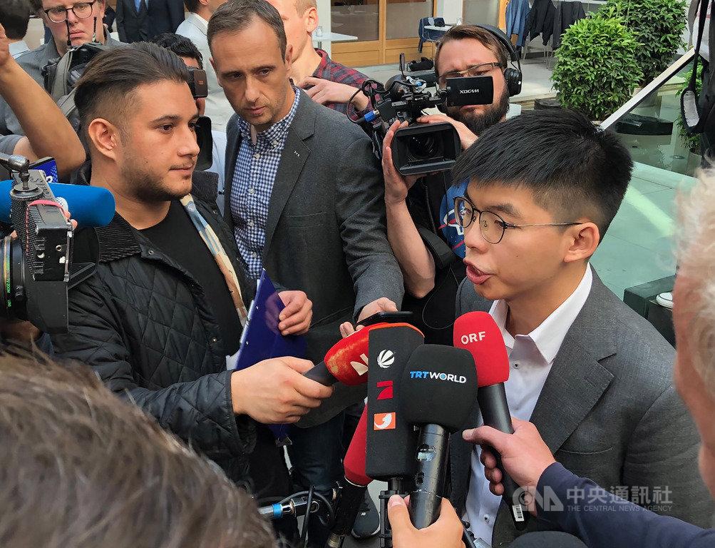 香港民主派領袖黃之鋒訪問柏林,受到各國媒體高度關注。中央社記者林育立柏林攝 108年9月11日