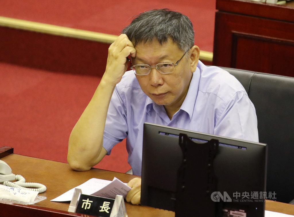 台北市長柯文哲(圖)11日赴議會進行施政報告,對於是否參加2020總統選舉,柯文哲表示「來不及準備」,而自己是「比較支持」鴻海創辦人郭台銘。中央社記者張新偉攝  108年9月11日