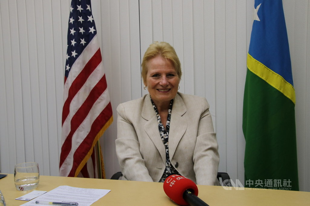 美國在1990年代早期關閉在索國的大使館,僅在首都荷尼阿拉設有領事辦公室。美國駐索羅門大使艾伯特格雷11日指出,未來幾個月內可望正式宣布重開大使館。中央社記者石秀娟荷尼阿拉攝 108年9月11日