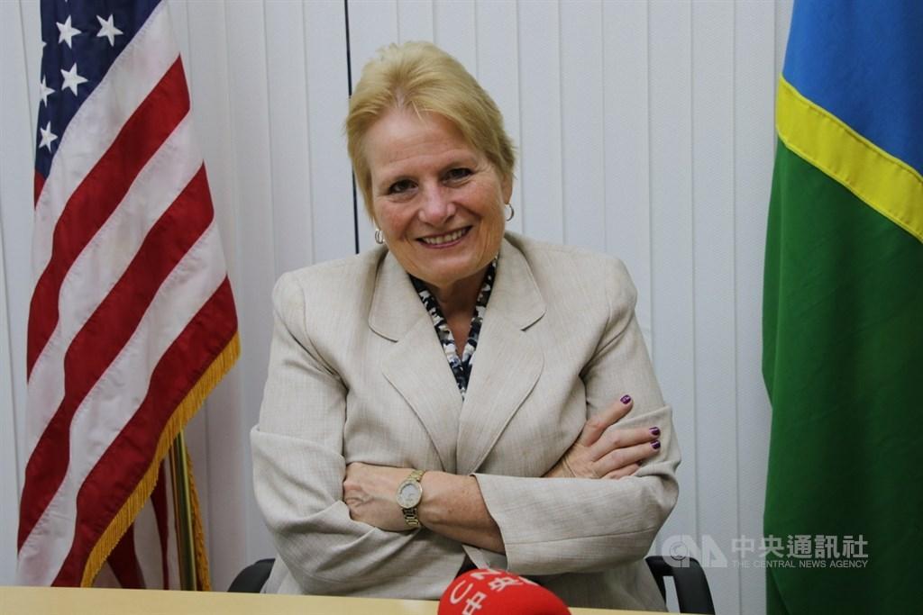 美國駐索羅門大使艾伯特格雷10日會見索國總理時向他表示,美國支持索國與台灣的良好關係,也提到索國與中國建交可能面臨的挑戰。中央社記者石秀娟荷尼阿拉攝 108年9月11日