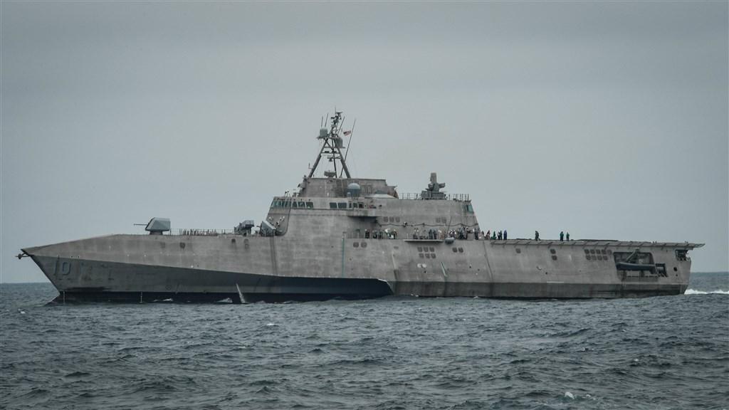 美國海軍近日在印太地區部署「吉佛茲號」近岸戰鬥艦(圖),艦上配有新型「海軍打擊飛彈」和協助偵察瞄準的無人直升機。(圖取自美國海軍網頁www.navy.mil)
