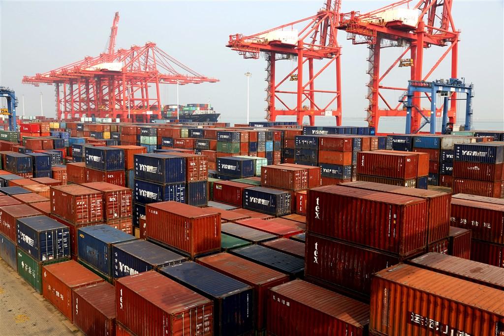 中國財政部11日首度發布對美國貨品課徵報復性關稅的豁免清單,包含乳清、飼料用魚粉和潤滑油等16品項。(示意圖/中新社提供)