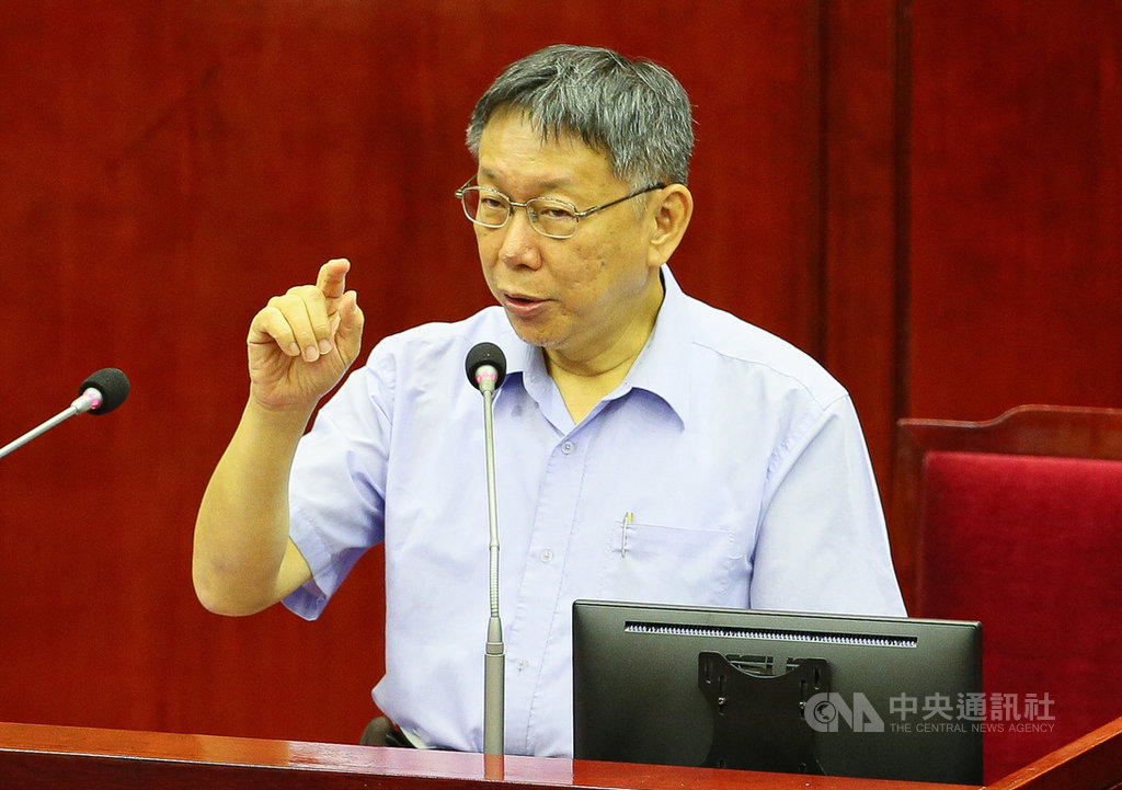 鴻海創辦人郭台銘宣布即日起退出國民黨,台北市長柯文哲(圖)12日受訪表示,以台灣長遠歷史來看,希望有個機會能脫離藍綠泥淖。中央社記者謝佳璋攝  108年9月12日