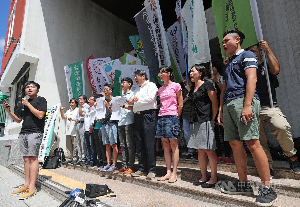 台灣青年、學生、公民團體與在台港人,29日將在台北舉辦「929 台港大遊行—撐港反極權」行動,發起團體12日在立法院外舉行記者會,邀請台灣和香港人一起站出來,共同守護人權、自由、民主價值。中央社記者裴禛攝  108年9月12日