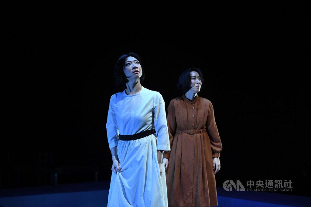人力飛行劇團推出舞台劇「雙姝怨」,將於13日至15日在台北水源劇場上演,12日進行彩排,演出精彩片段。中央社記者王飛華攝  108年9月12日