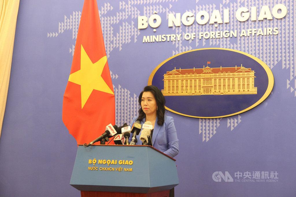 中國船隻最近在越南控制的南沙群島萬安灘水域進行石油探勘作業,引起越中兩國船隻緊張對峙。越南外交部發言人黎氏秋恆(圖)再度向中國表示抗議,並要求中方撤離船隻。中央社河內攝 108年9月12日