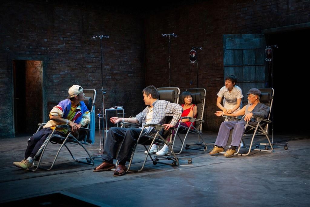 講述中國醫生王淑平揭發河南愛滋村歷史事件的舞台劇,最近在英國倫敦上演,開演前夕,中國官方試圖阻止舞台劇上演。(圖取自Hampstead Theatre網頁hampsteadtheatre.com)