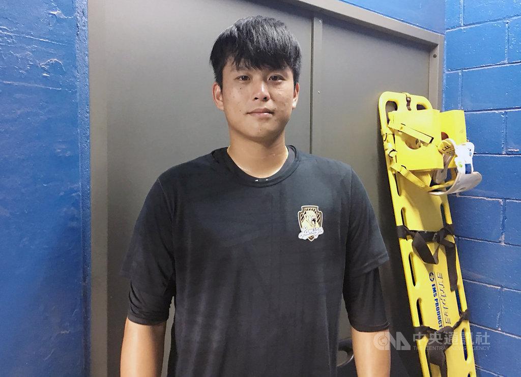 中華職棒Lamigo桃猿隊今年季中選秀第一指名蘇俊璋已在一軍初登板,不過挨轟一發2分砲。他13日受訪表示,控球部分還要再加強,但能站上職棒舞台相當開心。中央社記者楊啟芳攝 108年9月13日