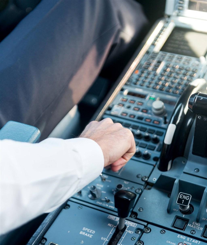 德鷹航空公司一名發言人表示,一架班機2月6日從德國法蘭克福前往墨西哥坎昆途中,駕駛艙內液體打翻引起小量煙霧,轉降愛爾蘭善農機場。(示意圖/圖取自facebook.com/CondorAirlinesEU)
