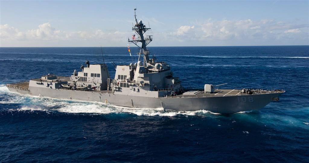 美國導彈驅逐艦韋恩梅爾號13日靠近北京宣稱擁有主權的南海西沙群島島礁。(圖取自維基共享資源,版權屬公有領域)