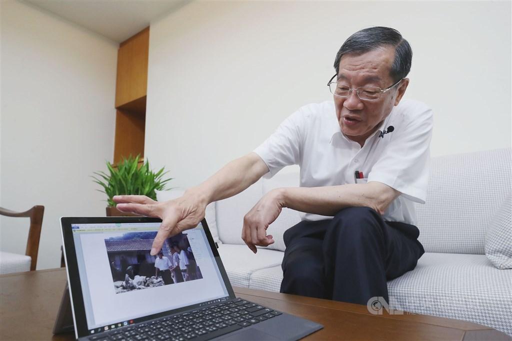 前九二一重建會執行長黃榮村回想地震中那雙頂住家門口的手、那唱出希望的歌曲「天總是攏會光」,以及許多把重建當作生涯最後一戰的公務員們,從這場地震中他看見台灣人的堅韌。中央社記者吳翊寧攝 108年9月16日