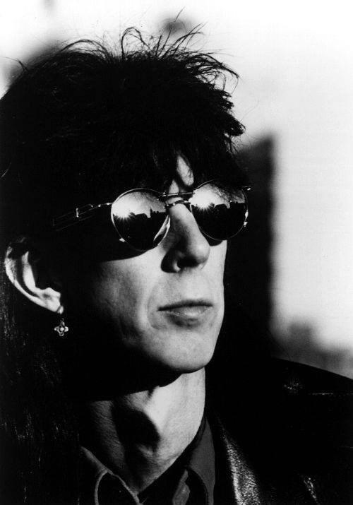 1980年代美國新浪潮搖滾樂團「汽車合唱團」的主唱兼歌曲作家里奇奧卡塞克15日辭世,享壽75歲。(圖取自facebook.com/TheCars)