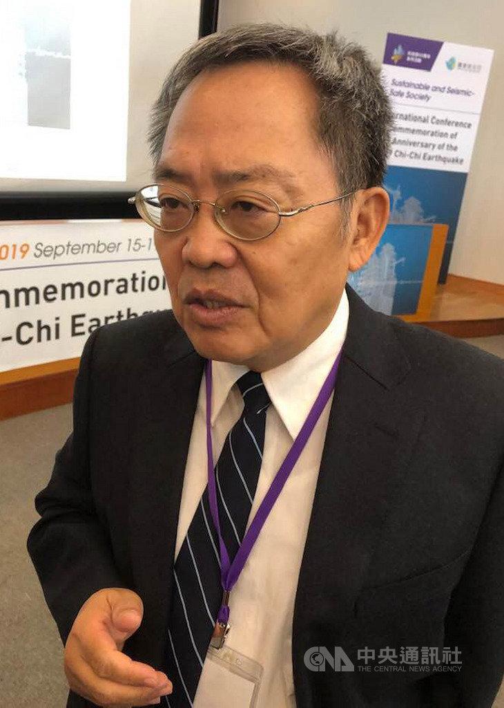國家實驗研究院國家地震工程研究中心主任黃世建指出,台灣高中職以下校園的校舍共有8672棟需要耐震補強設計。從2009年至今,已經完成8029棟的補強工作,預計今年年底前還會完成609棟補強。中央社記者吳柏緯攝 108年9月16日
