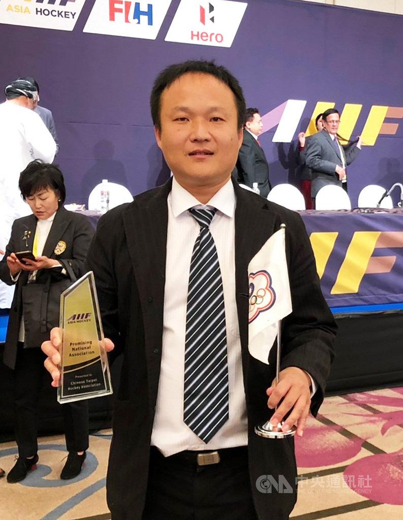 中華隊在U21女子亞洲盃曲棍球賽奪銅,中華民國曲棍球協會秘書長吳志朋(圖)指出,台灣未來如欲提升曲棍球運動風氣,應建立曲棍球企業半職業聯賽制度。中央社記者黃自強新加坡攝  108年9月16日