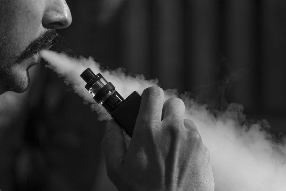 紐約州州長古莫15日宣布加味電子菸的禁令,但菸草和薄荷口味的電子菸除外。(示意圖/圖取自Pixabay圖庫)