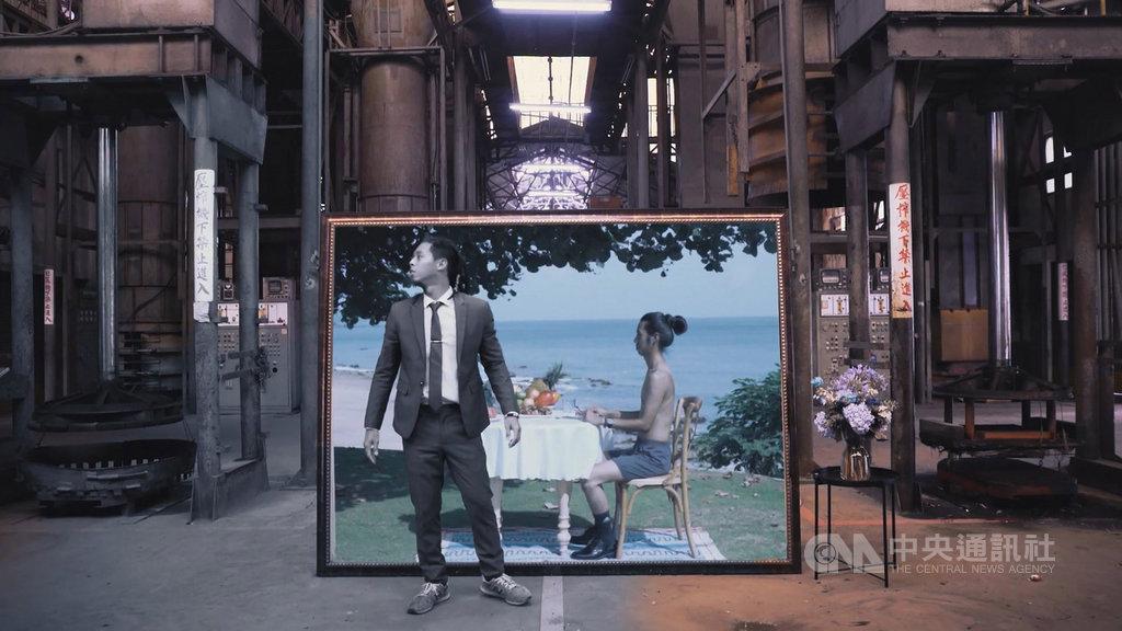出身屏東的新銳導演邱柏昶為今年台灣設計展拍攝宣傳影片,影片視覺特效特別與英國影像創作者跨國合作;看似短短的30秒,其實花了很多心力在裡頭。(屏東縣政府提供)中央社 108年9月17日