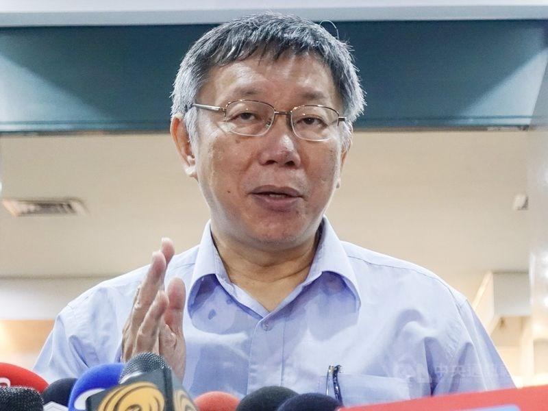 17日下午台北市長柯文哲(圖)的父母赴中選會要幫柯登記參選,隨後柯的現身引發聯想。幕僚則重申,柯是要去接父母回家。(中央社檔案照片)