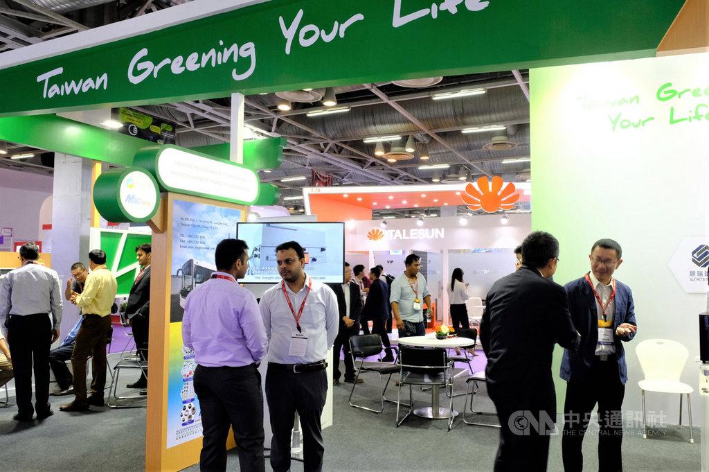 貿協率11家台灣指標性綠能業者18日起在印度大諾伊達參加2019年印度國際太陽能暨綠能應用展,並設置台灣綠色產品形象館,展出台灣優質綠能產品。中央社記者康世人大諾伊達攝  108年9月18日