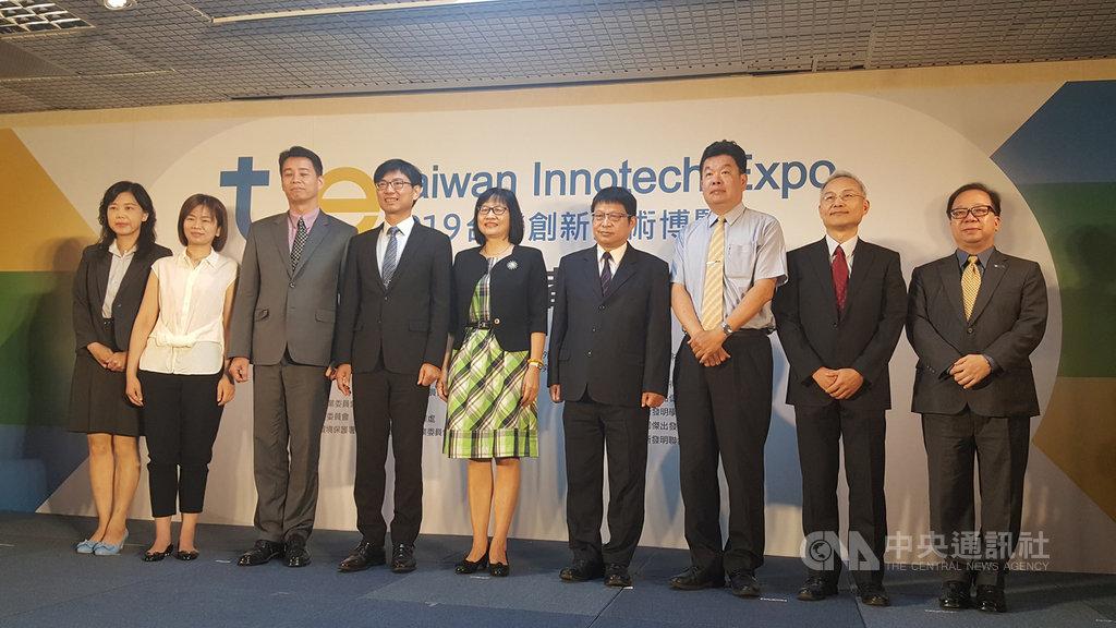 經濟部智慧財產局18日舉辦2019年台灣創新技術博覽會展前記者會,智慧局長洪淑敏(中)表示,希望藉此促進國內創新專利商品化。中央社記者廖禹揚攝  108年9月18日