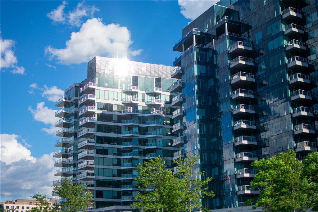 台企銀因違反央行購置高價住宅貸款規定,遭罰新台幣100萬元。(示意圖/圖取自Unsplash圖庫)