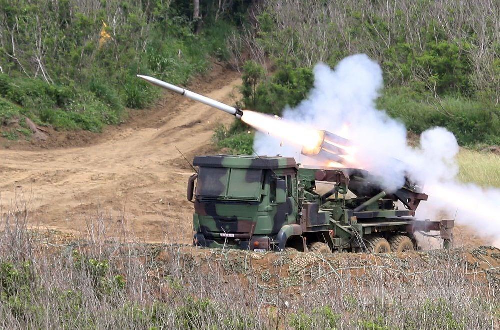 國防部指出,雷霆2000多管火箭射程範圍7至45公里,可用於反登陸作戰時,精準摧毀海上敵軍及登陸灘岸的兵力。(中央社檔案照片)