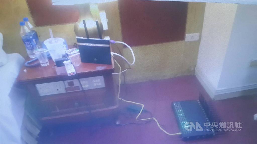 21歲馬來西亞籍男子吳勝凱涉嫌受詐騙集團指揮,今年6月間來台,投宿民宿或旅館,架設節費器做為集團跨境電話轉接站以詐騙台灣民眾,被警方循線逮捕,檢方19日依詐欺罪嫌將吳男起訴。(檢方提供)中央社記者蘇木春傳真 108年9月19日