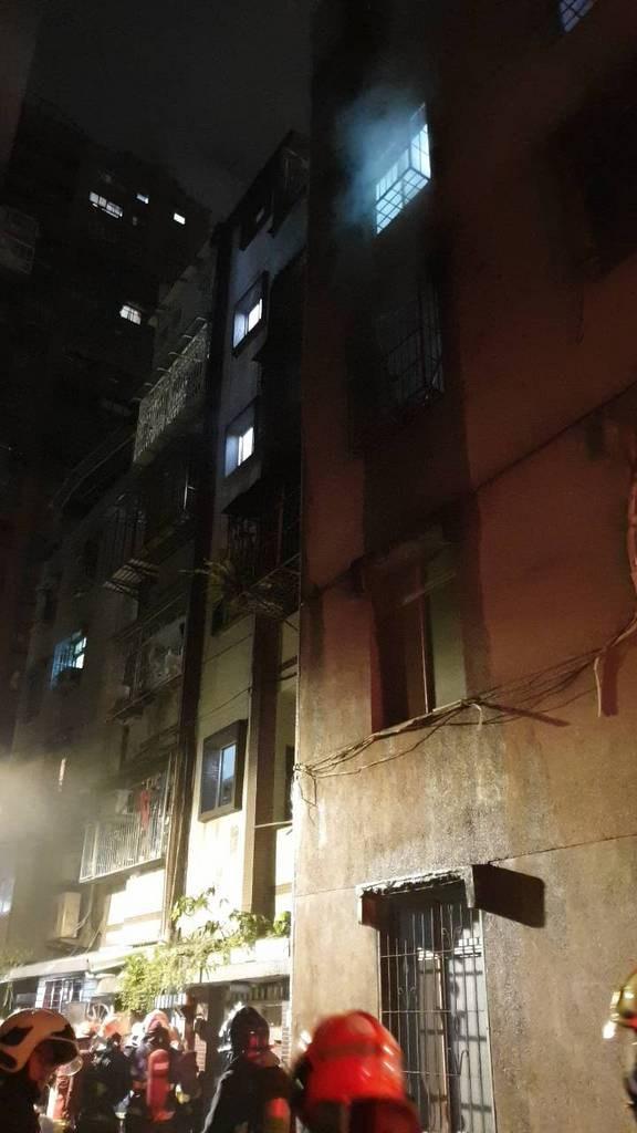 新北市中和區一處民宅發生火警。(翻攝照片)中央社記者葉臻傳真 108年9月18日