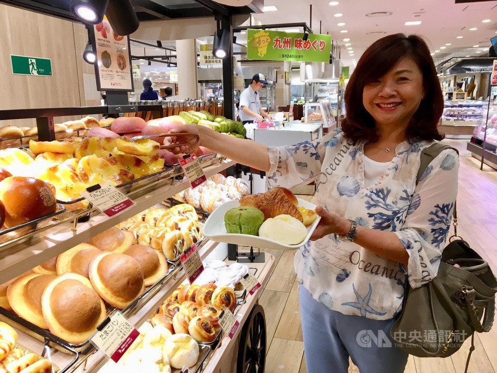 台灣熱賣的菠蘿麵包紅到日本,阪急麵包統計,一個月生產約一萬顆丹麥菠蘿冷凍麵團。若以單顆100日圓計算,一年營業額達1200萬日圓。中央社記者蔡芃敏攝  108年9月20日