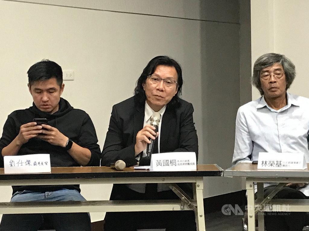 香港資深律師黃國桐(中)表示,「港人不會是台灣的負擔」,希望台灣能在抗爭者撐不下去時,給予支持。中央社記者繆宗翰攝 108年9月20日