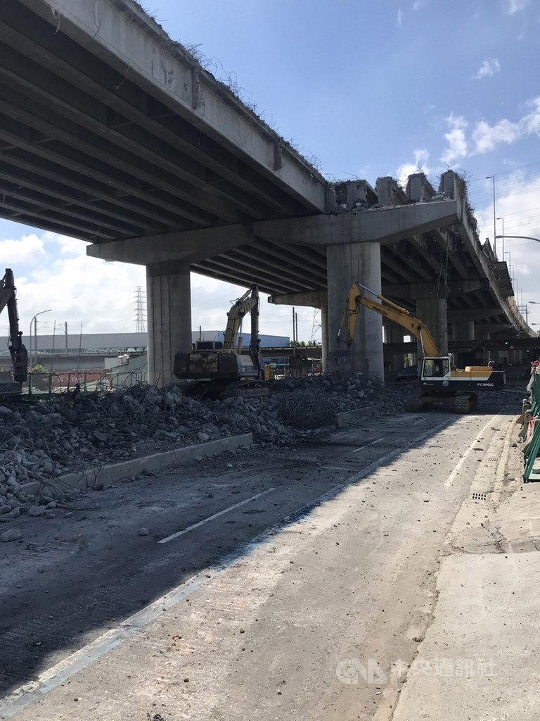 網傳國道4號豐原高架橋因施工不當,導致橋梁斷裂掉落。高公局第二新建工程處20日澄清指出,這是烏龍訊息,國道4號豐原高架橋梁現正進行拆除作業。(高公局第二新工處提供)中央社記者趙麗妍傳真 108年9月20日