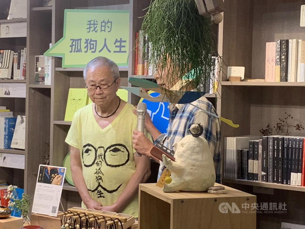 資深媒體人卜大中出版新書「昨日報:我的孤狗人生」,回憶台灣曾有的一個新聞時代,21日在台北舉辦新書發表會。中央社記者陳政偉攝 108年9月21日