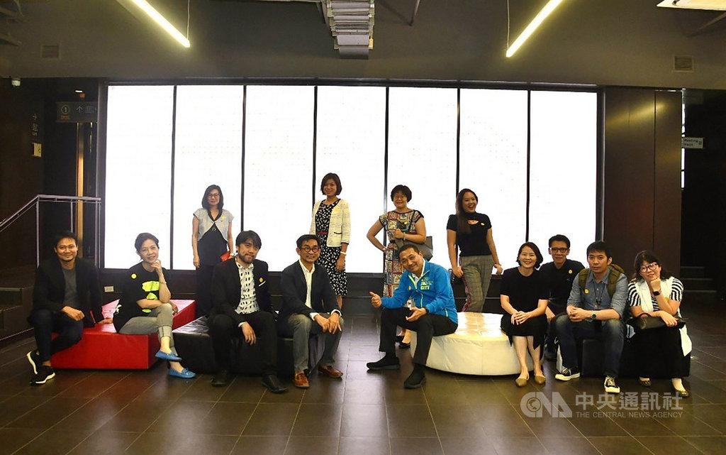 新北市長侯友宜率團訪問泰國,21日參訪泰國創新經濟促進局,交換文化創意產業經驗。(新北市政府提供)中央社記者呂欣憓曼谷傳真 108年9月21日