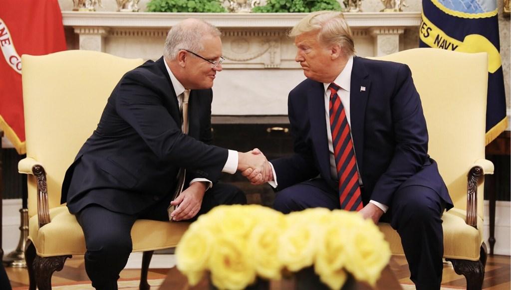 美國總統川普(右)20日表示,他只接受與中國達成「完整」的貿易協議,不接受局部或臨時協議;造訪白宮的澳洲總理莫里森也支持川普的強硬態度。(圖取自twitter.com/ScottMorrisonMP)