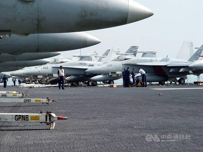美國總統川普20日批准派遣美國部隊加強沙烏地防空能力。五角大廈考慮出動防空飛彈連、無人機和更多戰鬥機,也考慮把航母無限期留在中東地區。(示意圖/中央社檔案照片)