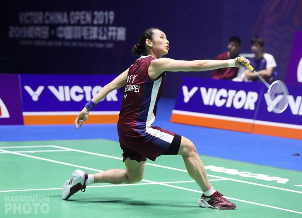 台灣羽球一姐戴資穎22日在中國羽球公開賽女單決賽,以21比14、17比21、18比21遭西班牙前世界球后瑪琳逆轉,僅獲亞軍。(Badmintonphoto 提供)中央社記者龍柏安傳真 108年9月22日