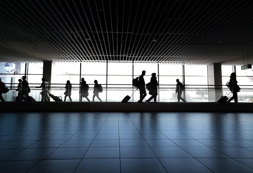 為配合國安五法的修法,內政部日前預告修訂公務員進入大陸地區許可辦法,明定公務員過境大陸轉機需事先申請。(示意圖/圖取自Pixabay圖庫)