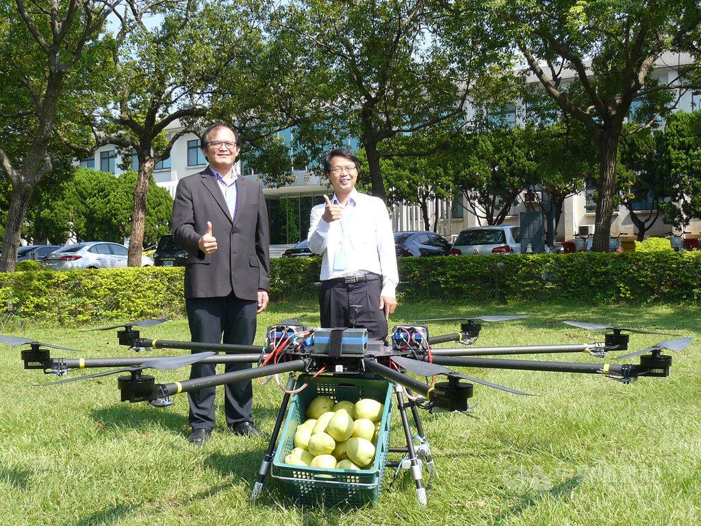 工研院無人機入圍杜拜國際無人機競賽(Drone X Challenge 2020),獲首輪競賽獎金6萬美元贊助,這款純電無人機可負載25公斤,續航時間20分鐘。中央社記者張建中攝 108年9月23日