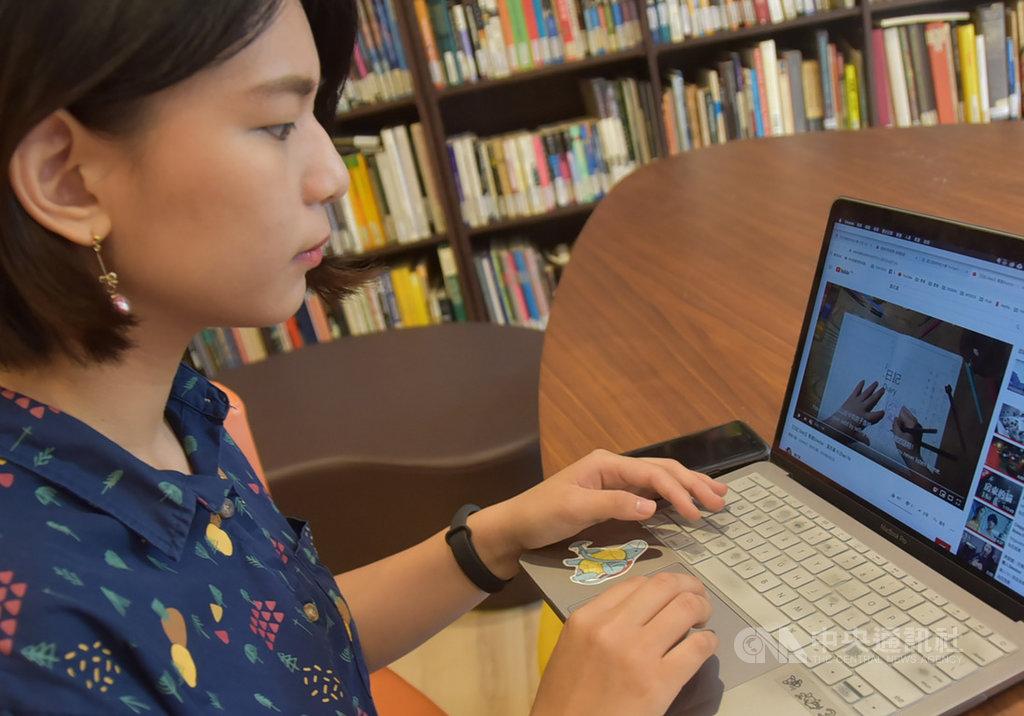雲林科技大學視覺傳達設計系學生葉亦真(圖)與同學合力創作影音作品「小女孩寫日記」,在2019克羅埃西亞一分鐘短片國際影展獲第一獎及前十名獎肯定,她24日受訪分享創作歷程。中央社記者葉子綱攝 108年9月24日
