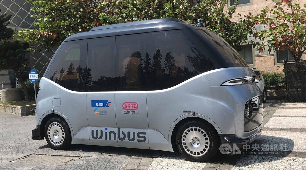車輛研究測試中心24日在彰濱工業區鹿港區舉辦WinBus體驗會,WinBus在無人駕駛狀況下,從車輛中心一路行駛到台灣玻璃館。中央社記者吳哲豪彰化攝  108年9月24日