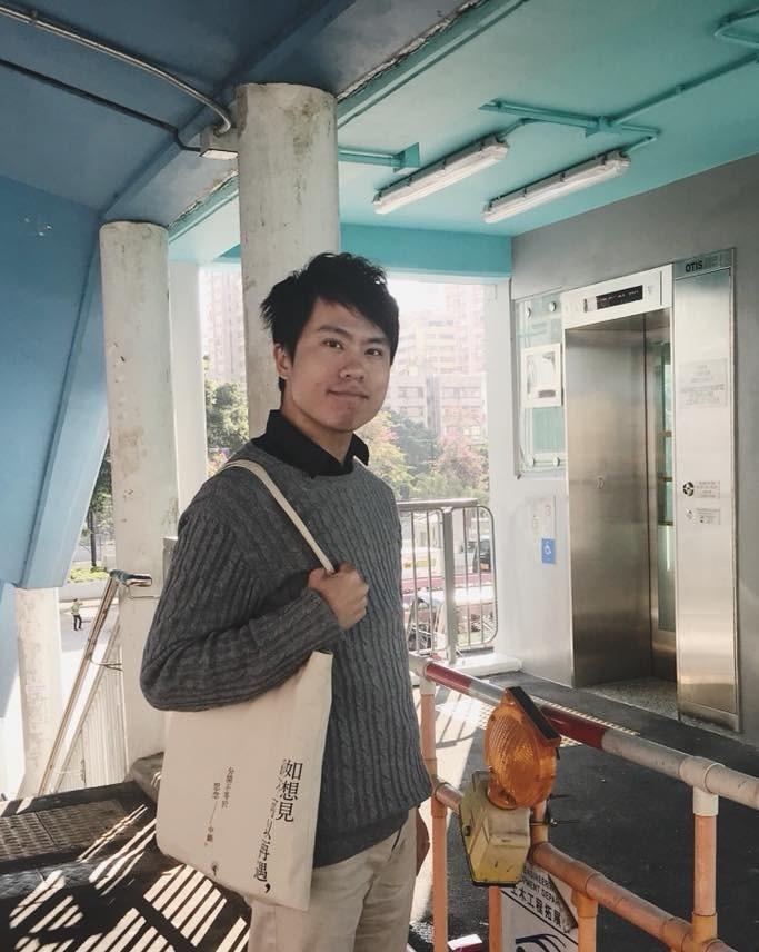 香港民主黨立法會議員鄺俊宇(圖)24日上午在天水圍遭不明人士圍毆,導致頸部受傷。(圖取自鄺俊宇臉書facebook.com)