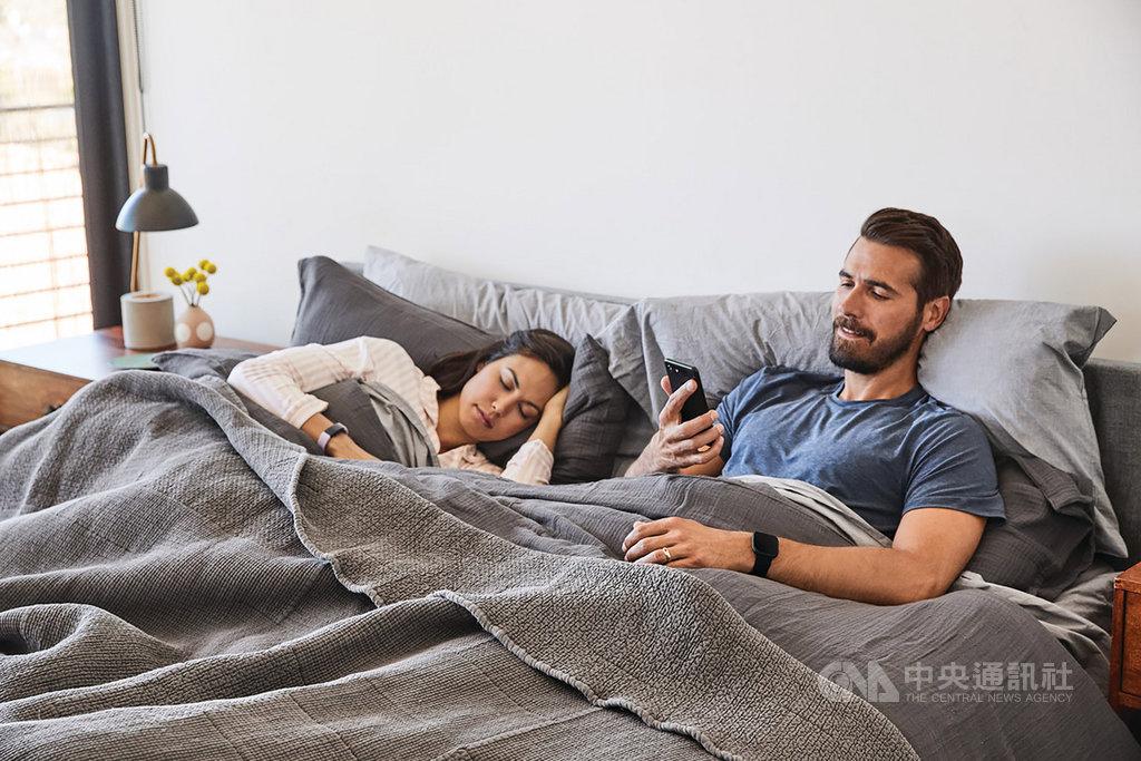 穿戴裝置品牌Fitbit與Health2Sync慧康生活科技25日宣布,Fitbit的健康、睡眠與健身數據,可與Health2Sync應用程式智抗糖App整合,有助於使用者管理糖尿病。(Fitbit提供)中央社記者江明傳真 108年9月25日